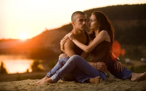 couple_love_romance_sunset