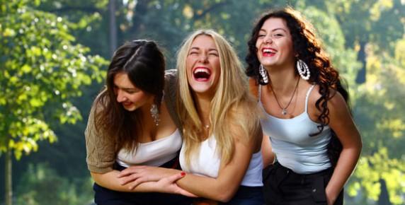 women_laughing_blog-572x290