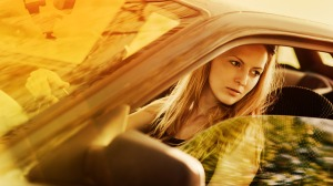 blonde-woman-driving-car